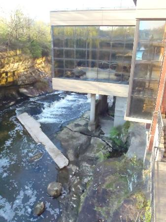 Sheraton Suites Akron Cuyahoga Falls: Retaurant Piatto above river