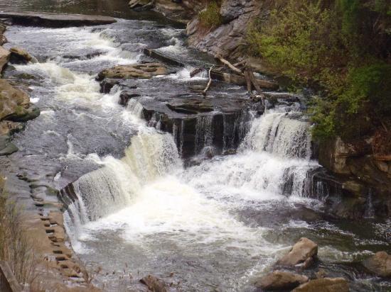 Sheraton Suites Akron Cuyahoga Falls: River & mini falls