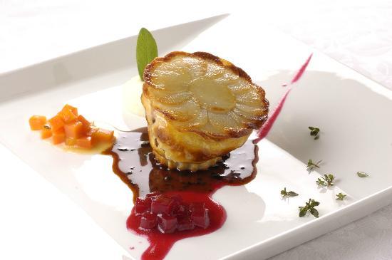 Auberge Au Mirador: 蝦夷鹿肉のパイ包みロースト
