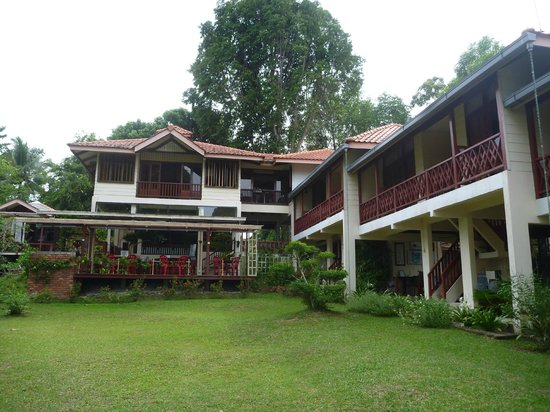 Teluk Iskandar Inn: The Inn view