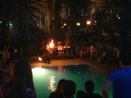 L'Hotel Quebec: Spectacle du cracheur de feu