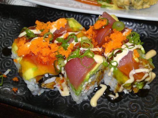 Mikuni Japanese Restaurant And Sushi Bar: Awsome rolls!