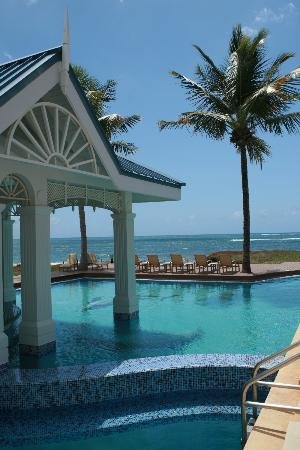 Magdalena Grand Beach & Golf Resort: View to Atlantic from main pool area
