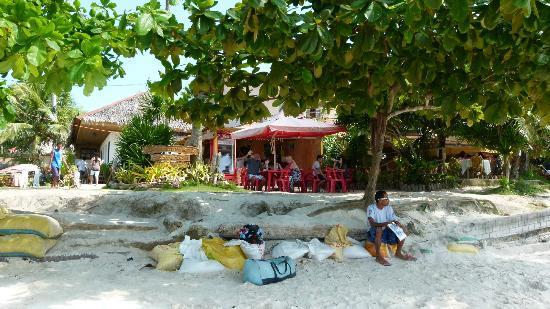 Playa Blanca: Kiosk-Café. Blick vom Strand