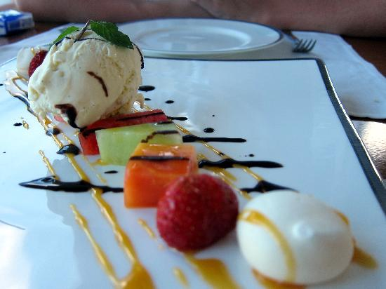 Kayuputi at St. Regis Bali Resort : Perfect ending with fruit platter and vanilla ice-cream, just like a piece of art
