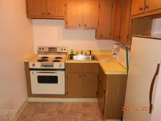 Tiny, old dirty kitchen - Picture of Sandcastle Resort ...