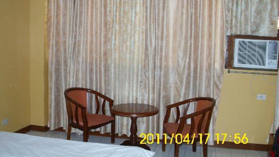 Hotel Soriente: table