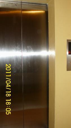 Hotel Soriente: Elevator