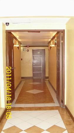Hotel Soriente: Entrance hallway  to the 4th floor