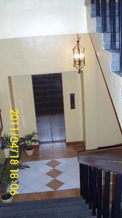 Hotel Soriente: Elevator ( 3th Floor)