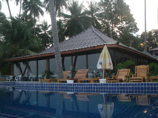 Lipa Bay Resort: Hotel pool and resteraunt