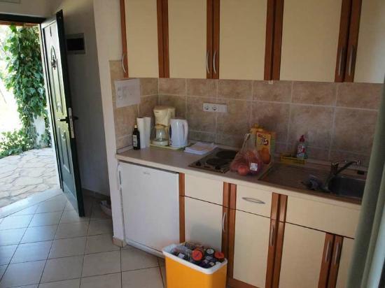 Villa Oleandri: kitchen (smaller apartment)