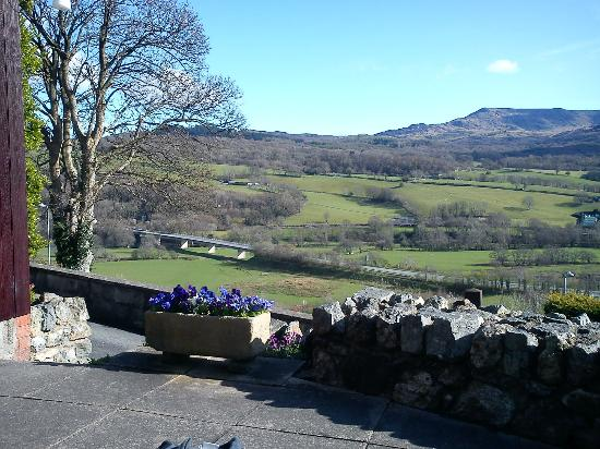 Dwy Olwyn Bed & Breakfast: View from the front of accommadation