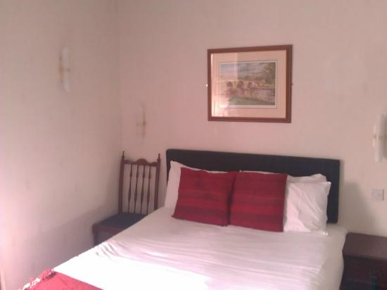 Lost Guest House: Bed!