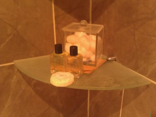 Lost Guest House: Toiletries