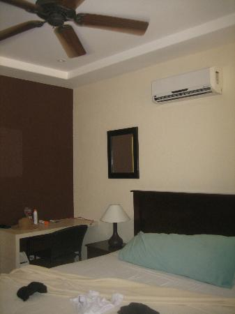 Hotel RipJack Inn: Deluxe Poolside Room
