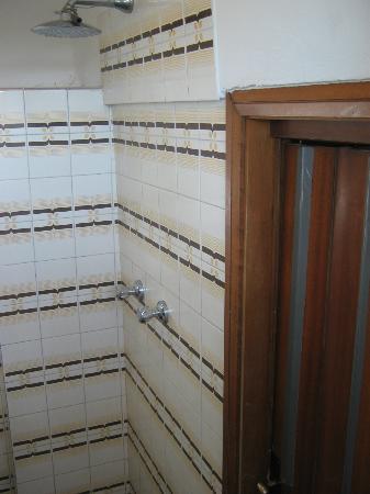 Hotel Peselli: bagno senza box doccia