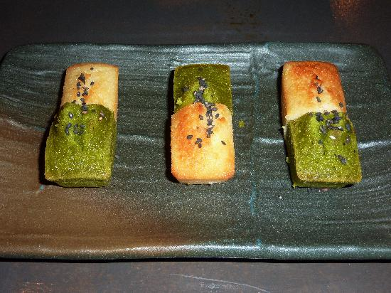 Lengue: Assortiment de financiers au thé vert et au yuzu