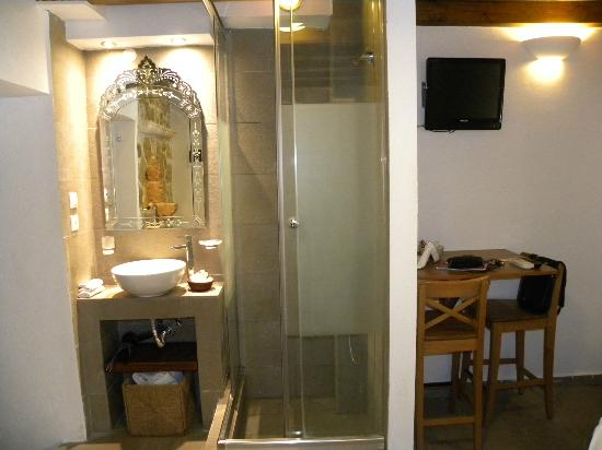 Domus Studios: angolo bagno doccia