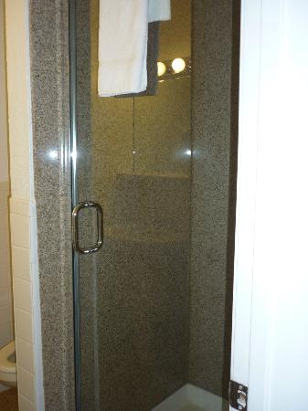 Geary Parkway Motel : stand up shower