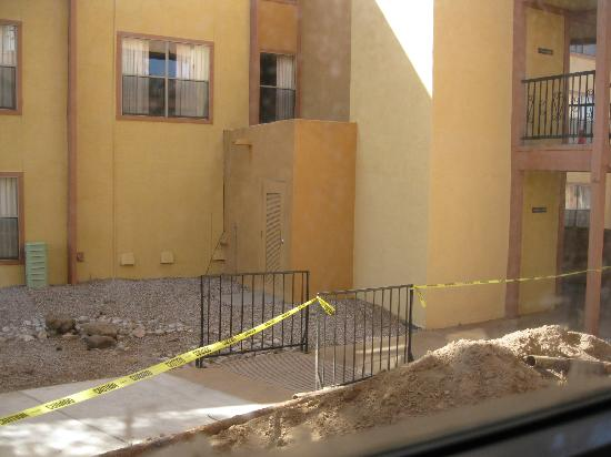 Quality Inn & Suites North Albuquerque: Digging Outside