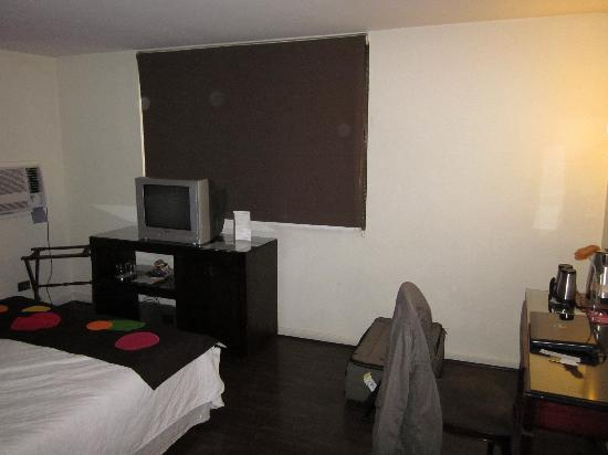 Hotel Neruda Express: Hotel Room