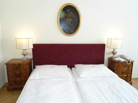 Hotel Royal: letto camera 27
