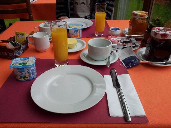 Maison Printaniere Bed & Breakfast : Breakfast Room