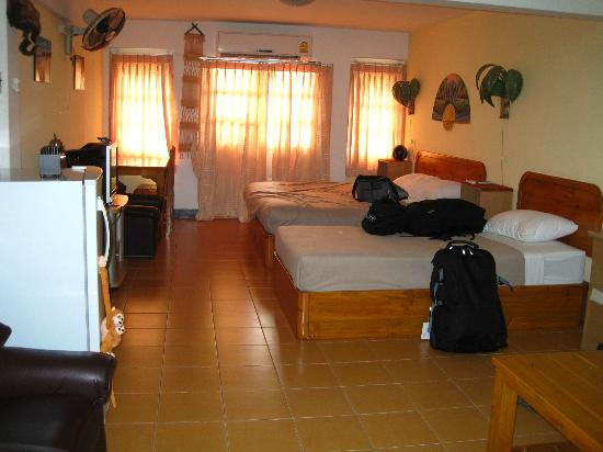 Funky Monkey Guesthouse & Tours: Our huge room (can only see half of it in this picture)