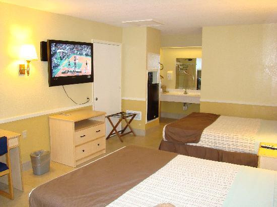 Edinburg Executive Inn: 2 Queen Bedroom