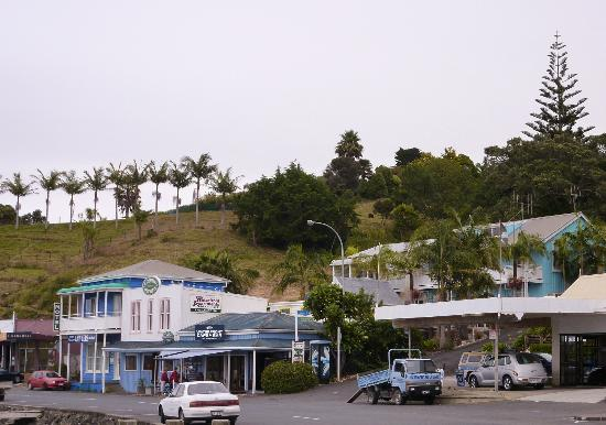 Mangonui Waterfront Apartments: Motel from the waterfront