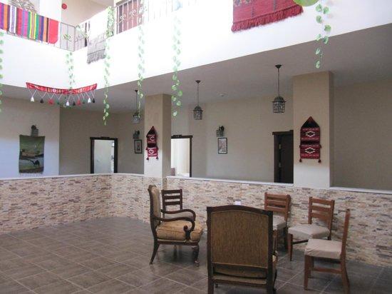 Rumman Hotel: 2nd floor common area