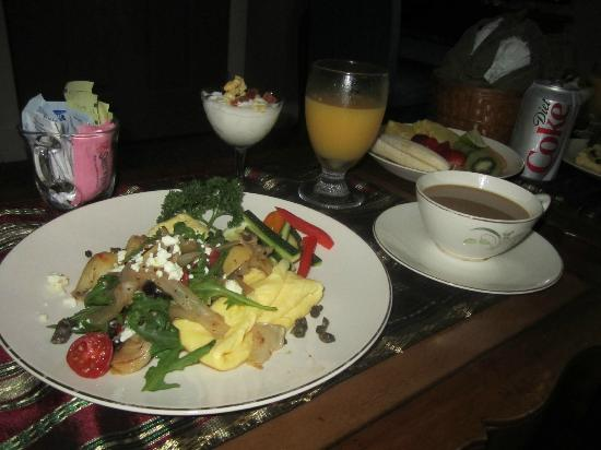 Meranova Guest Inn: Breakfast is served!