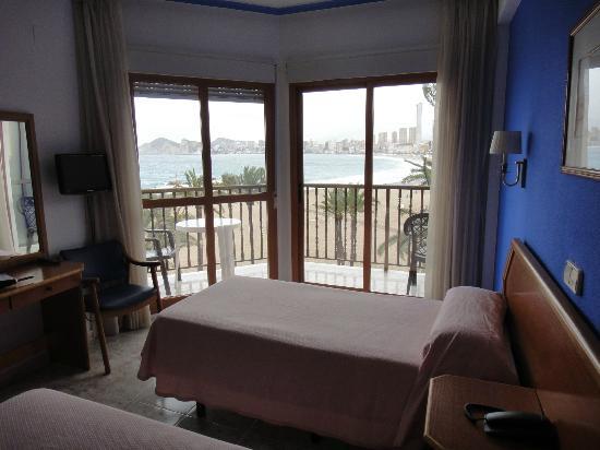 Hotel Colon: ventana a la playa desde la habitacion