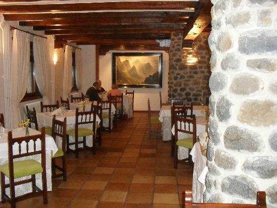 Hotel del Oso: restaurant - spacious, charming.