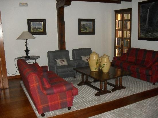 Hotel del Oso: second floor lounge (library) - get lost in a book