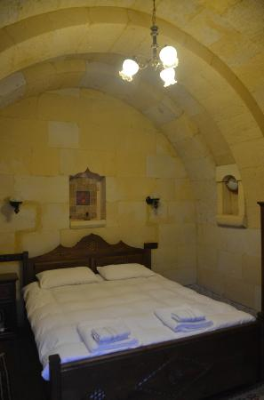 Vineyard Cave Hotel: bedroom