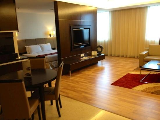 Hotel Grand Paragon: The luxurious apt suite I was upgraded to!