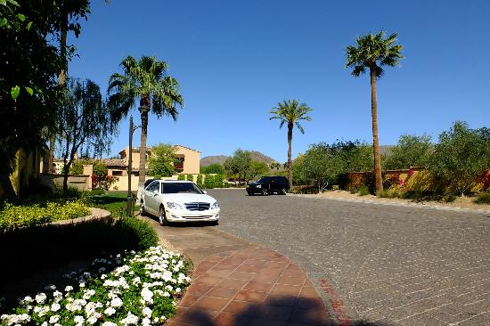 Omni Scottsdale Resort & Spa at Montelucia: View from valet/arrival area.