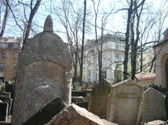 Old Jewish Cemetery: Graves