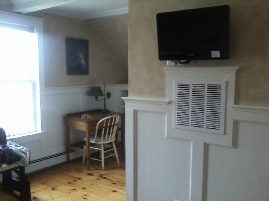 Antiqued Inn Time B&B: en suite room
