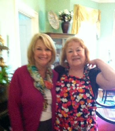 Antebellum Oaks Inn: Wonderful Dolie and me after breakfast
