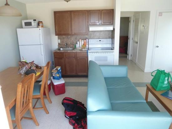 Oak Grove Park Campground: Kitchen/living room