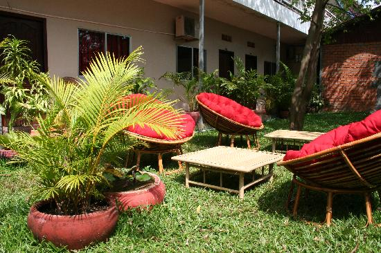 Apple Guest House: Le jardin, relax