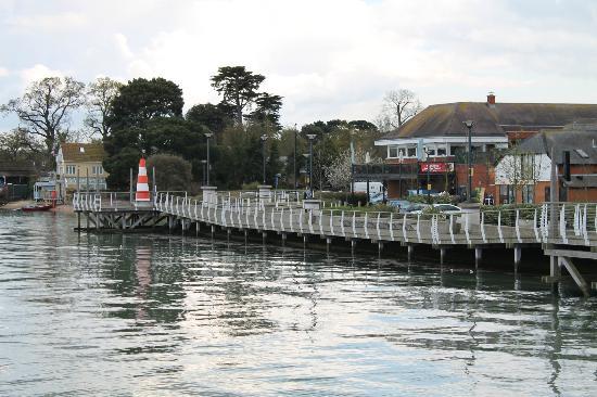 Seashells Bar & Restaurant: View of restaurant from Hythe pier