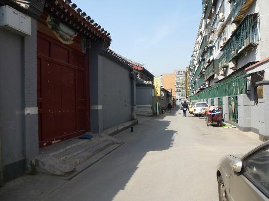 Bamboo Garden Hotel: entrance down sidestreet