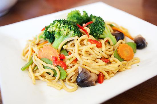 Asian Wings Cafe': Veggie Lo Mein