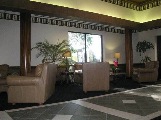 Holiday Inn Greenville: lobby sitting area