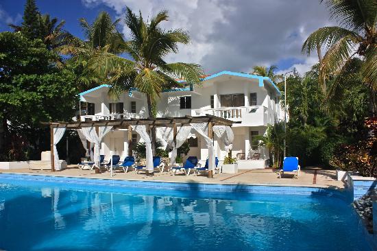 سيلوويزما كابريتي: Rooms at the big pool