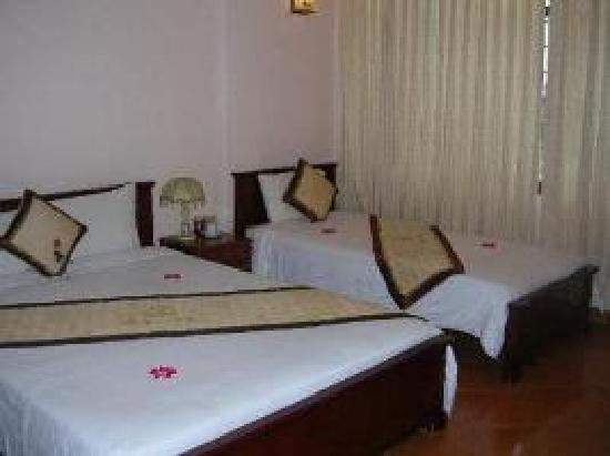 Holiday Diamond Hotel : triple bed